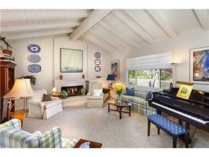 16201 Via Monterey in Whispering Palms Sold for $1,005,000