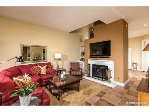Whispering Palms Town Home in Alcala 3721 Paseo Vista Famosa sold for $810,000.