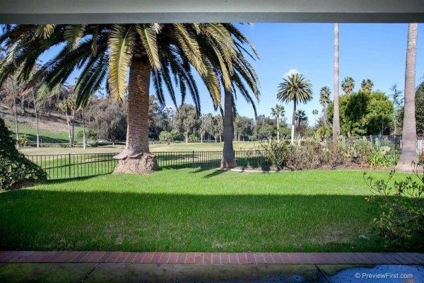 This Whispering Palms Home at 3912 Via Valle Verde Sold For $1,143,516.